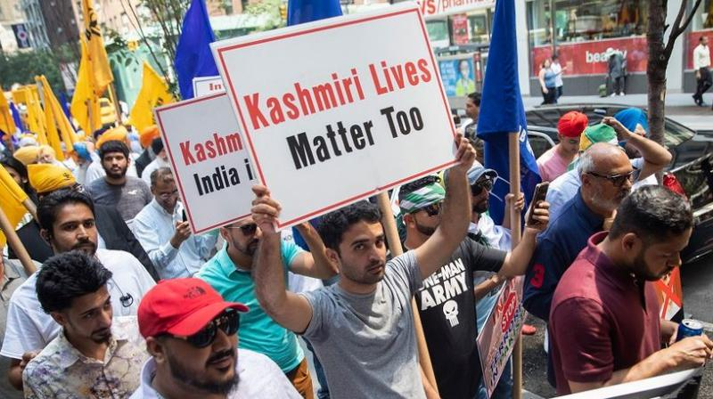 The anti-India protest, organised by Pakistani groups and Sikh and Kashmiri separatist outfits, was demarcated with metal barriers from a pro-India demonstration outside India House, during which placard-waving crowds disrupted the flow of traffic and chanted slogans. (Photo: AP)