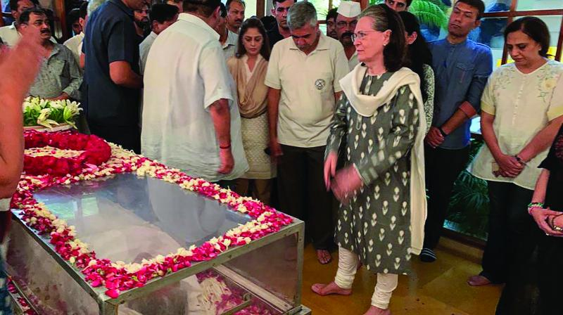 UPA chairperson Sonia Gandhi pays tributes to former Delhi chief minister Sheila Dikshit at her residence in New Delhi on Saturday. (Right) Mortal remains of Dikshit arrives at her residence. (Photo: PTI)