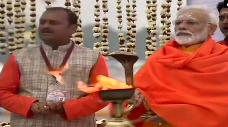 Following aarti, PM Modi attended Swachh Kumbh Swachh Seva at Prayagraj. (Photo: ANI)