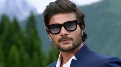 Mustafa in 'Machine'.