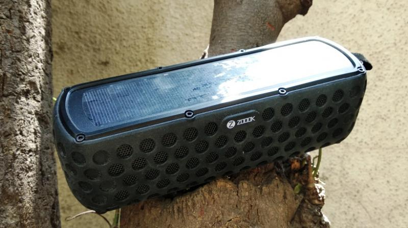 The device uses APT-X chip HD lossless audio technology to generate 3D stereo sound.