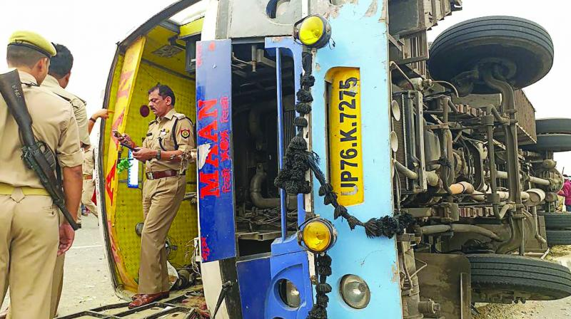 The Uttar Pradesh police inspects the site of a bus accident in Manipuri district. (Photo: AFP)