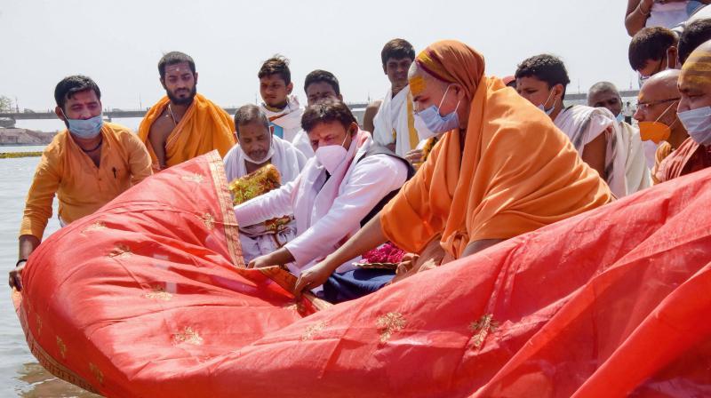 Former UP minister Akhilesh Yadav offers prayers on the banks of Ganga river during Kumbh Mela 2021, in Haridwar, Sunday, April 11, 2021. (PTI)