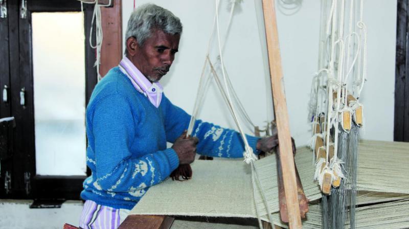 A local making hemp yarn