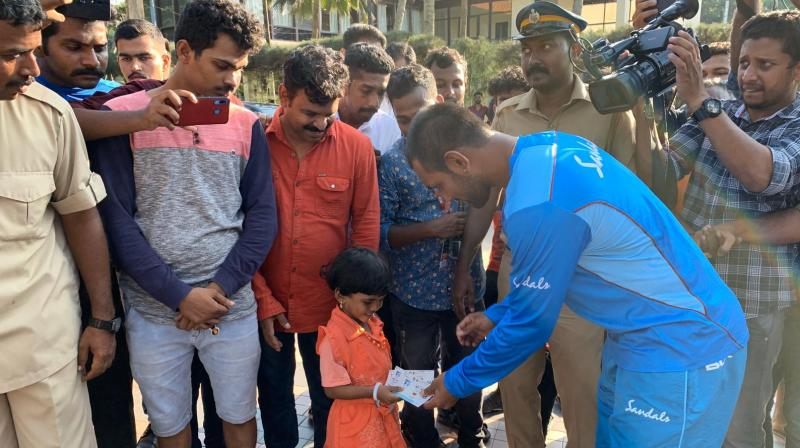 Ahead of the vital do or die clash against India, West Indies wicket-keeper batsman Denesh Ramdin make a stop to give match ticket and gifts to his 4-year-old fan. (Photo:Twitter)