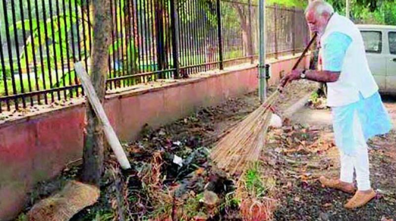 A file photo of Prime Minister Narendra Modi wielding broom during a surprise visit to the Mandir Marg Police Station after launch of Swachchh Bharat Abhiyan in New Delhi. (Photo: PTI/File)