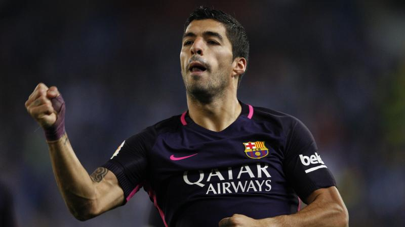 Luis Suarez benefited from another defensive howler, this time from Aaron Martin, to slot home his second three minutes from the end. (Photo: AP)