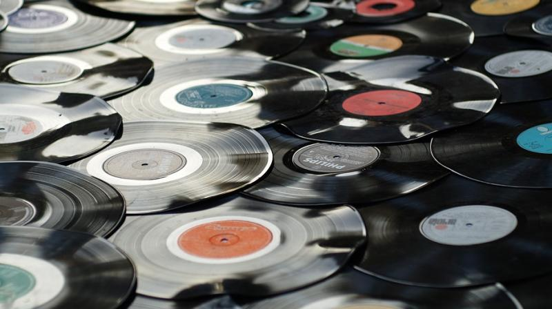 By their calculations, Vinyl revenue grew by 12.8% in the second half of 2018 and 12.9% in the first six months of 2019, while the revenue from CDs barely budged (Photo: Pixabay)