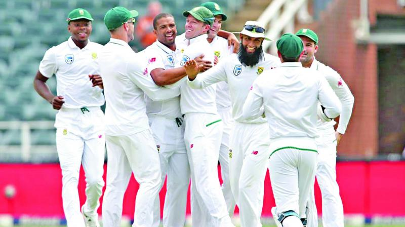 South Africa's Vernon Philander (centre) celebrates the dismissal of K.L. Rahul in the first day of the third Test at the Wanderers in Johannesburg on Wednesday. (Photo: BCCI)