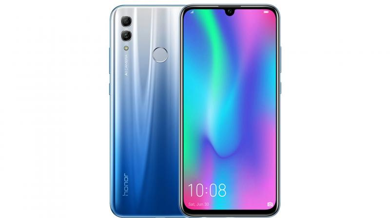 This is the first time Honor is ditching the traditional wide-notch design for a smaller Dewdrop Display.