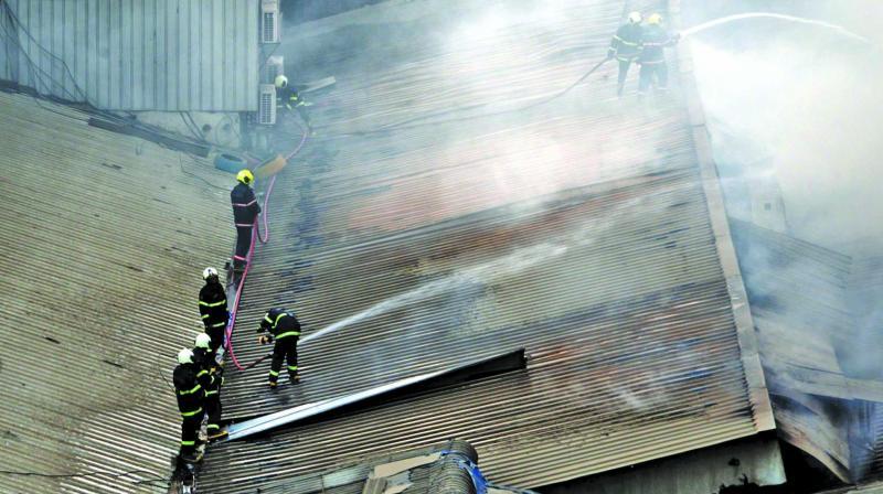Fire breaks out at Matunga's Big Bazaar on Monday.  (Photo: SHRIPAD NAIK)
