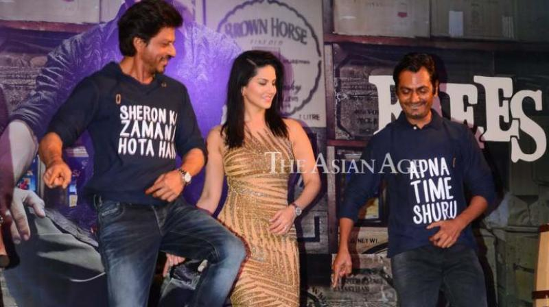 Shah Rukh Khan arranged a special event to celebrate the success of his recent film 'Raees' on Monday. (Photo: Viral Bhayani)