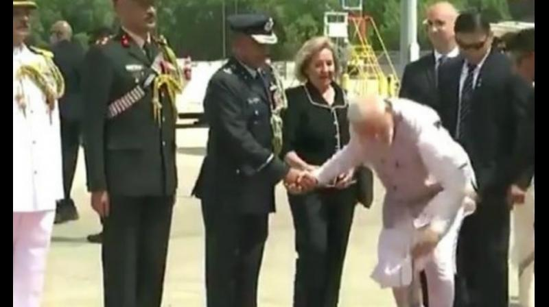 A flower fell off the bouquet and to everyone's surprise, Modi bent down and picked it up himself. (Photo: File)