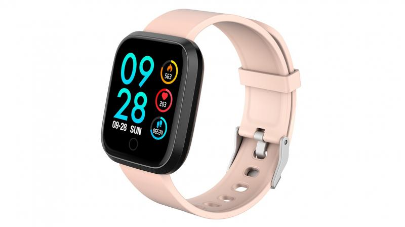 The Motive smart watch is priced at Rs 5,999, but is currently available at Rs 3,999 as an introductory offer.