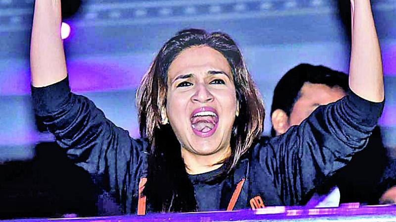 Soundarya Rajinikanth cheers along with the fans as her superstar  dad's film Darbar opens to full houses.