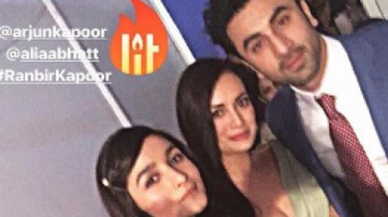 Alia Bhatt and Ranbir Kapoor pose for a selfie.