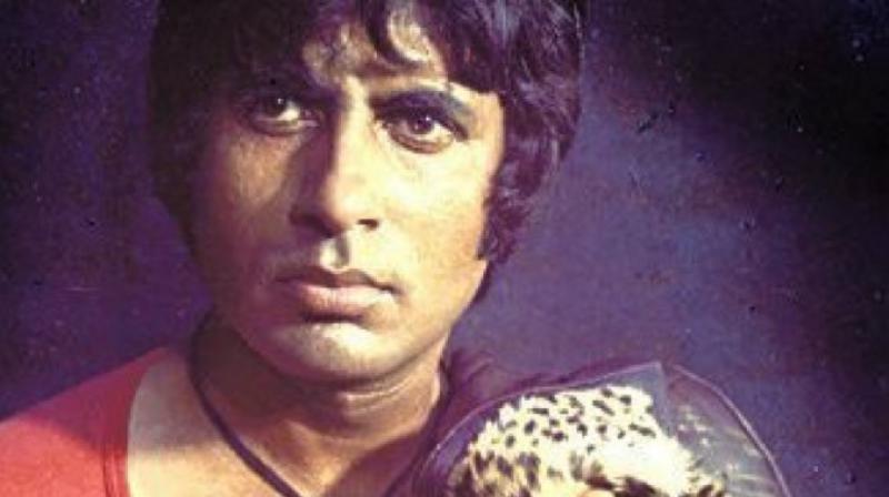 Amitabh Bachchan in a still from 'Khoon Pasina'. (Photo: Twitter)
