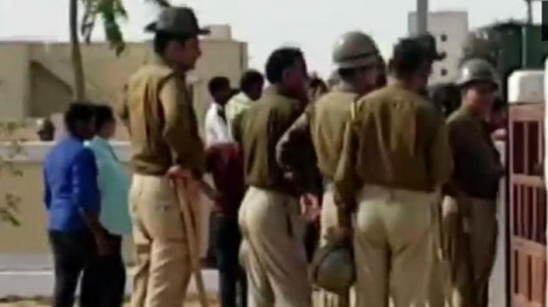 Police teams rushed to the spot to cordon off the area. No loss of life has been reported. (Photo: Twitter/ ANI)