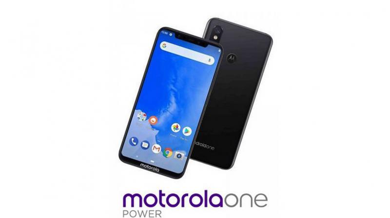 Motorola embraces the notch.