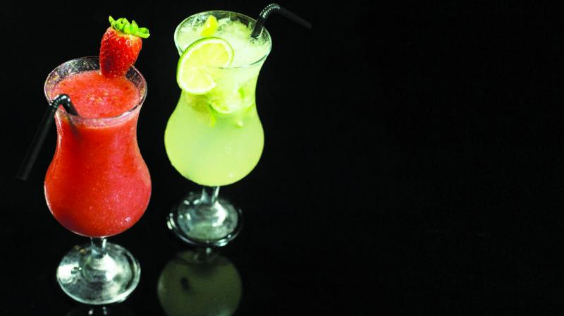 It is also important to choose the right alcohol base to make your drink healthy. (Photo: Pixabay)