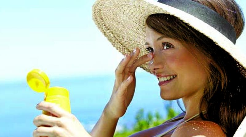 Those who only used sunscreen had a higher likelihood of burning than those who also wore a hat, protective clothing and sat in the shade. (Photo: File)