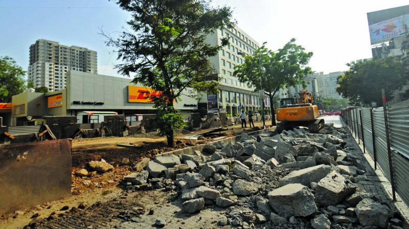 The Goregaon-Mulund Link Road flyover is temporary closed for expansion work. (Photo: Debasish Dey)