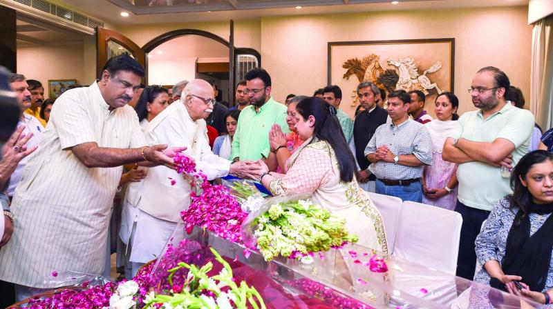 Veteran BJP leader L.K. Advani consoles family members of former finance minister Arun Jaitley at Greater Kailash in New Delhi on Saturday. Jaitley passed away on Saturday at the age of 66. (Photo: PTI)