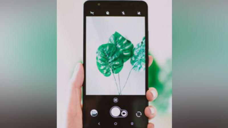 Android 12 will make you able to automatically fit your phone's colour palette to that of your wallpaper. (Photo: ANI/Representational Image)