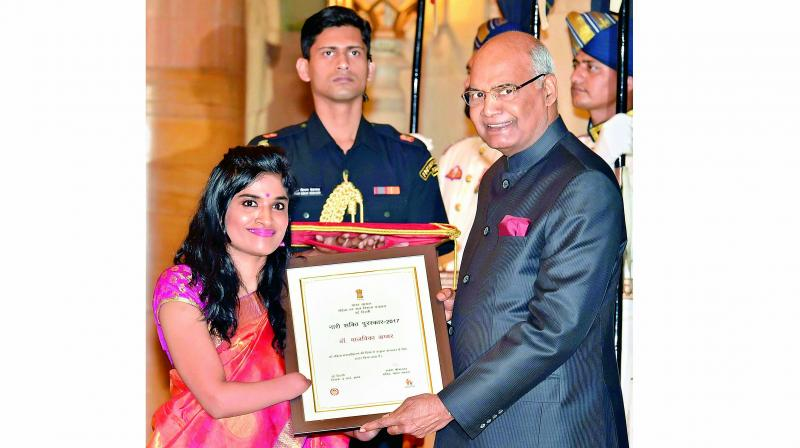Malvika Iyer receiving the Nari Shakti Puraskar from President Ram Nath Kovind