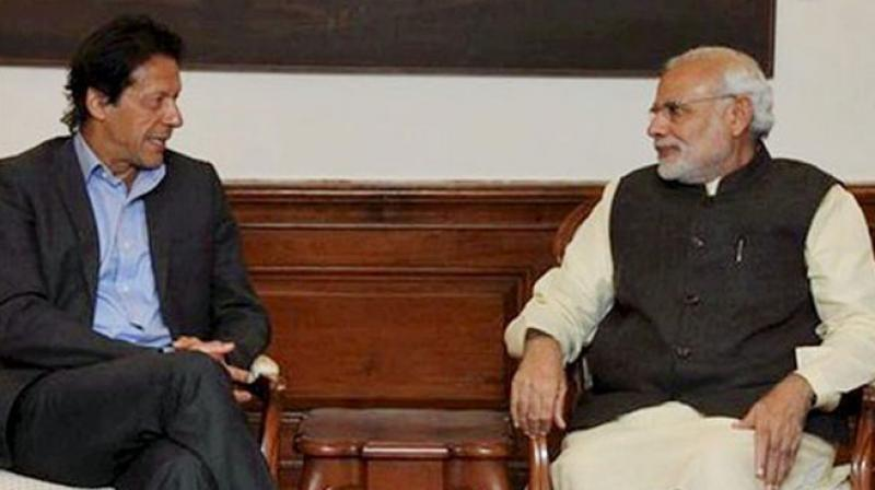 Prime Minister Narendra Modi with Pakistani cricketing legend-turned politician Imran Khan (Photo: Twitter)