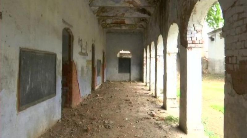 The lone teacher for primary, Mukesh Kumar Yadav said, 'A total of 55 students study here. I teach them in one room as no other room is in usable condition. There are no toilets, fans or facility of clean drinking water in the school.' (Photo: ANI)