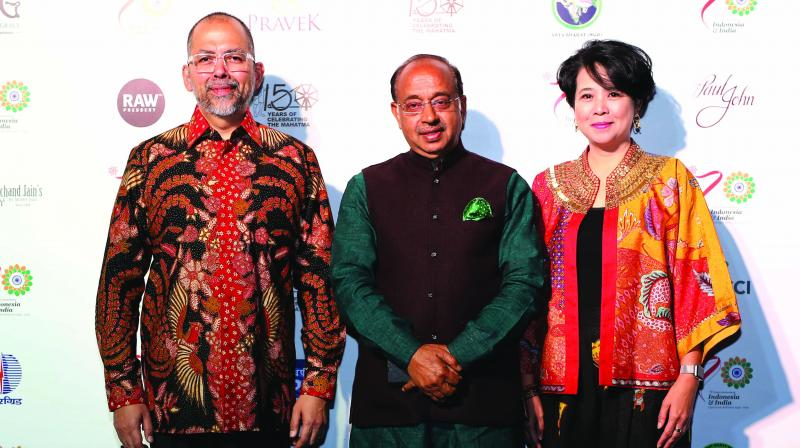 Ambassador of Indonesia Sidharto Reza Suriodipuro, Union Minister Vijay Goel and wife of ambassador Dewi Ratna.