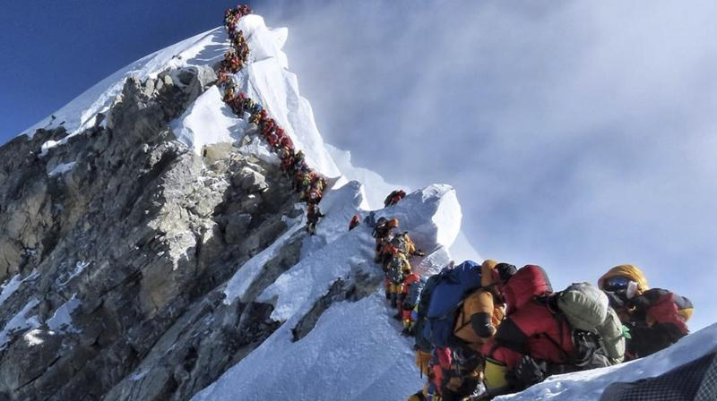 Nepal issued 381 permits this year, a record number; a smaller number of adventurers also climb from the Chinese side. (Photo:AP)