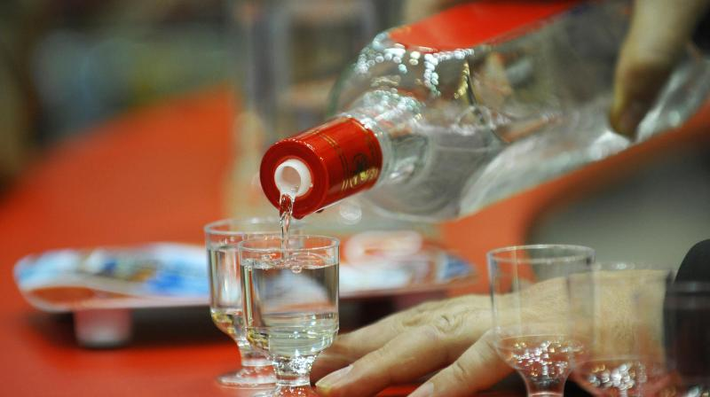 All the previous studies have warned of a danger when it comes to mixing energy drinks and alcohol (Photo: AFP)