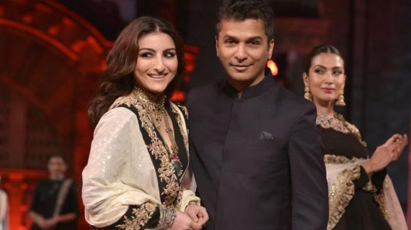 Designer Vikram Phadnis with Soha Ali Khan at an earlier event. Vikram Phadnis' collection, with embroidery in zardozi, kundan and pearl, which are his signature, is slated to be the glamorous finishing touch to the Como India Beach Fashion Week. (Photo: DC)