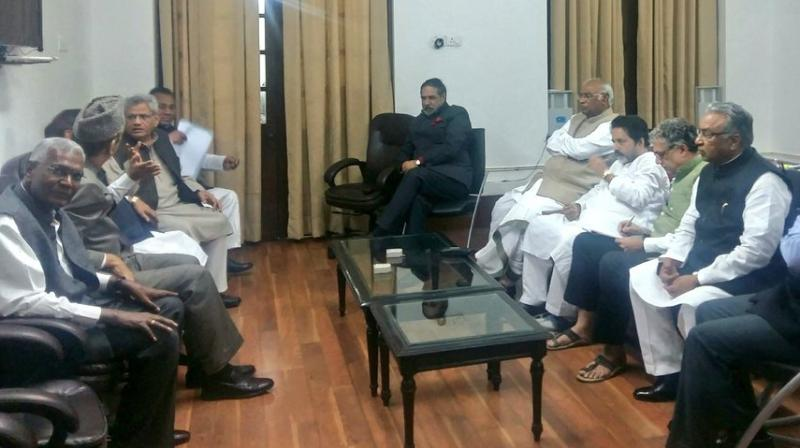 Representatives of the Opposition parties met the Leader of Opposition in Rajya Sabha Ghulam Nabi Azad in his room in Parliament House. (Photo: Twitter)