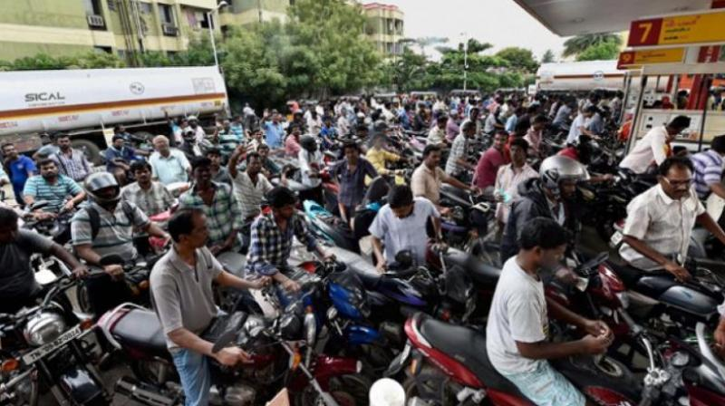 Long queues of two-wheelers were seen at petrol pumps on Thursday as a majority of people got their tanks full and extended their greetings to Raj Thackeray who turns 50 today. (Representational image | PTI)