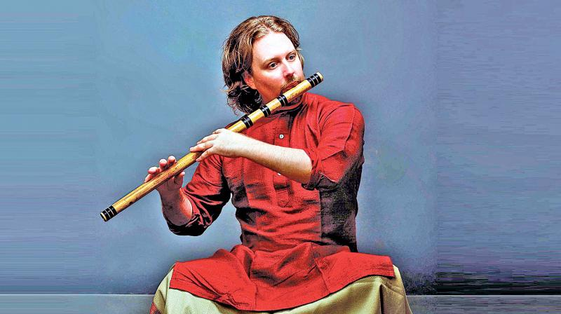 Nash Naubert, a flautist from America, is not only a senior disciple of maestro Pt. Hariprasad Chaurasia, but is also pursuing Indian classical music in India for the past 20 years.