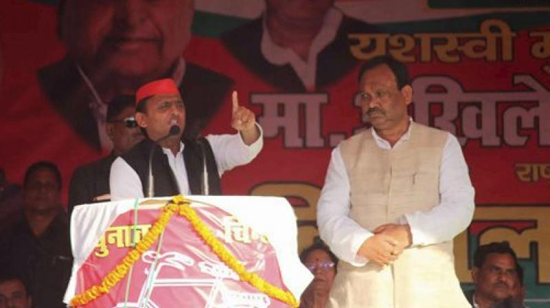 Uttar Pradesh SP leader and Chief Minister Akhilesh Yadav addressing an election rally for the last phase of the Uttar Pradesh assembly elections. (Photo: AP)