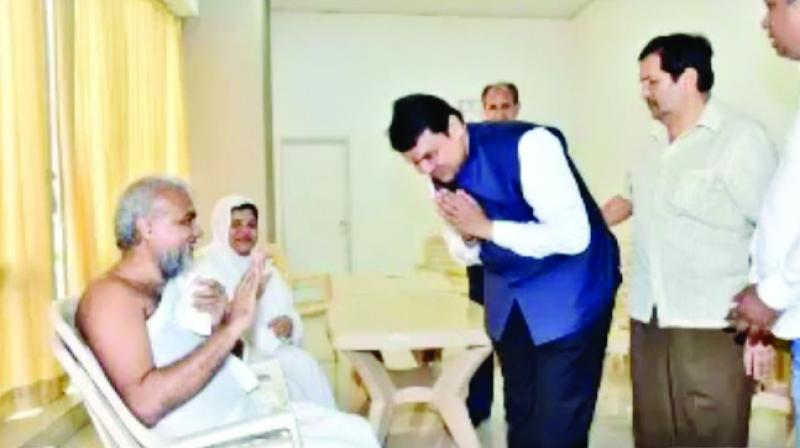 A screengrab of Naypadmasagar Acharya blessing Chief Minister Devendra Fadnavis.