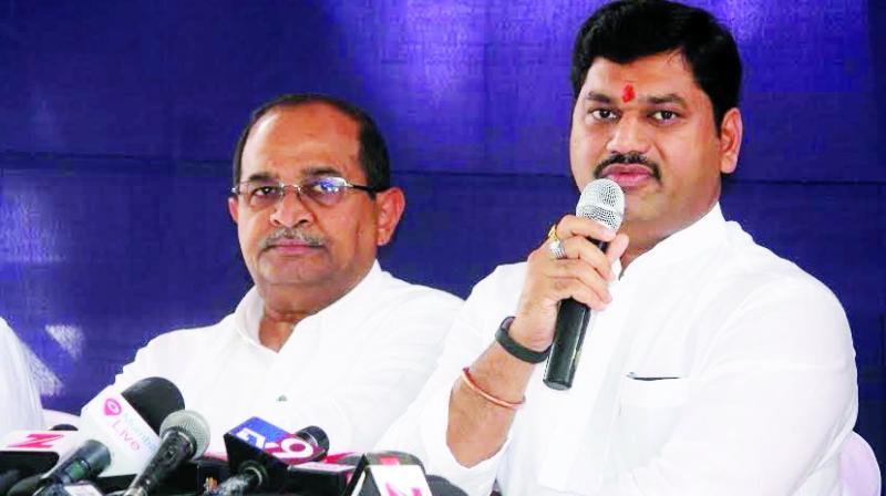 Radha Krishna Vikhe Patil and Dhananjay Munde