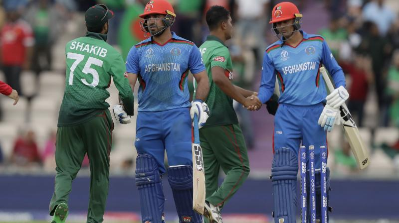 Experienced Mushfiqur joined Shakib and the duo mixed caution with aggression. Both the batsmen eased nerves in the Bangladesh dressing room as they put up a 61-run stand, which saw Shakib bringing up his fifty. This was Shakib's fifth fifty-plus score in this World Cup and as a result, he became the leading run-scorer in the ongoing World Cup with 476 runs. (Photo: AP)