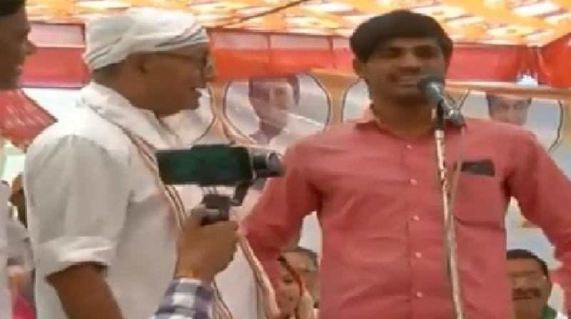 The youth walks up and takes the microphone to say that 'PM Modi did surgical strikes and killed terrorists'. (Photo: screengrab)