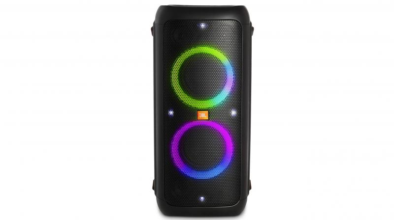 The PartyBox 300 comes with a 10000mAh battery and can provide playback for up to 18 hours.