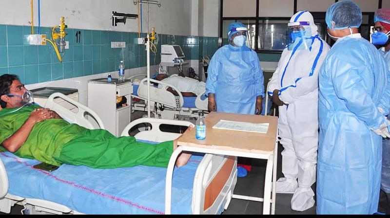 Haryana CM Manohar Lal Khattar visits a COVID-19 facility on Saturday. (PTI)