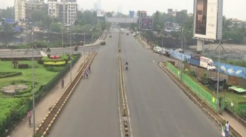 Public buses remained off roads, while a few auto-rickshaws were seen plying in some places. (ANI)