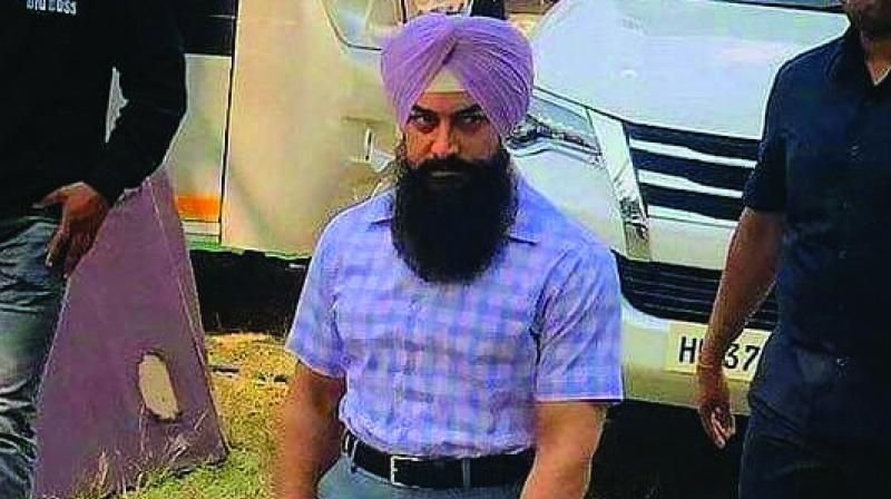 Aamir Khan's Sikh look, complete with his beard and pagdi, for his film Lal Singh Chaddha, has gone viral soon after it came out.