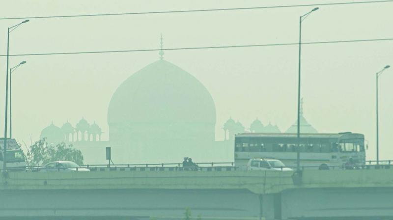 According to the Central Pollution Control Bureau (CPCB), Delhi's overall air quality index (AQI) read 425 at 4 pm on Tuesday. It was 360 at 4 pm on Monday. (Photo: File)