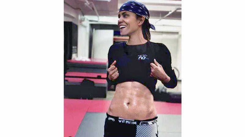 Actress Halle Berry flaunts her six-pack abs