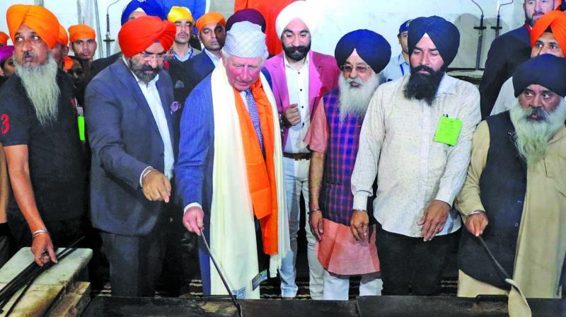 "Prince Charles performs ""kar-sewa"" during his visit to Gurdwara Bangla Sahib in New Delhi. (Photo: Asian age)"